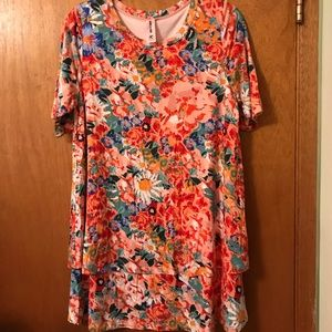 NWOT Agnes & Dora Floral Tiered Tunic